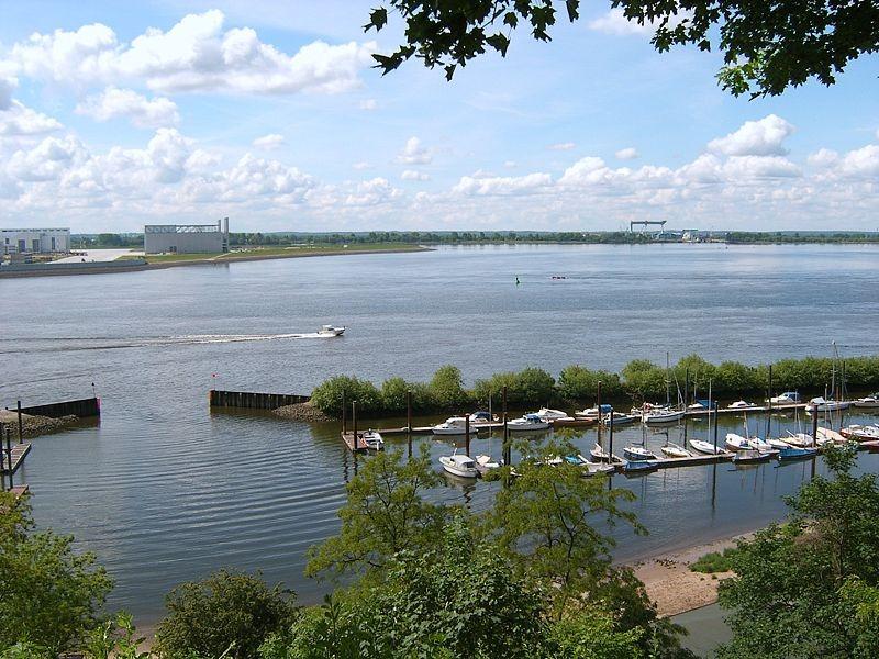 800px-Hh-muehlenberg-yachthafen.jpg