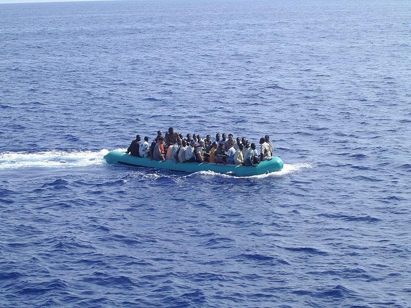 Arrivo_di_migranti_nel_mare_di_Lampedusa_-_Arrival_of_immigrants_in_the_sea_of_Lampedusa_Italy.jpg