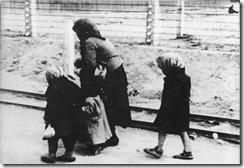 Bundesarchiv_Bild_183-74237-004_KZ_Auschwitz-Birkenau_alte_Frau_und_Kinder_thumb.jpg