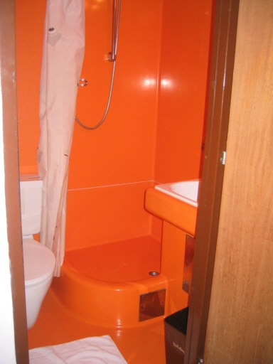 1970s_bathroom_Hotel_Innsbruck.jpg