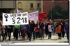 Bundesarchiv_B_145_Bild-F079098-0013_Gttingen_Demonstration_gegen__218_thumb.jpg