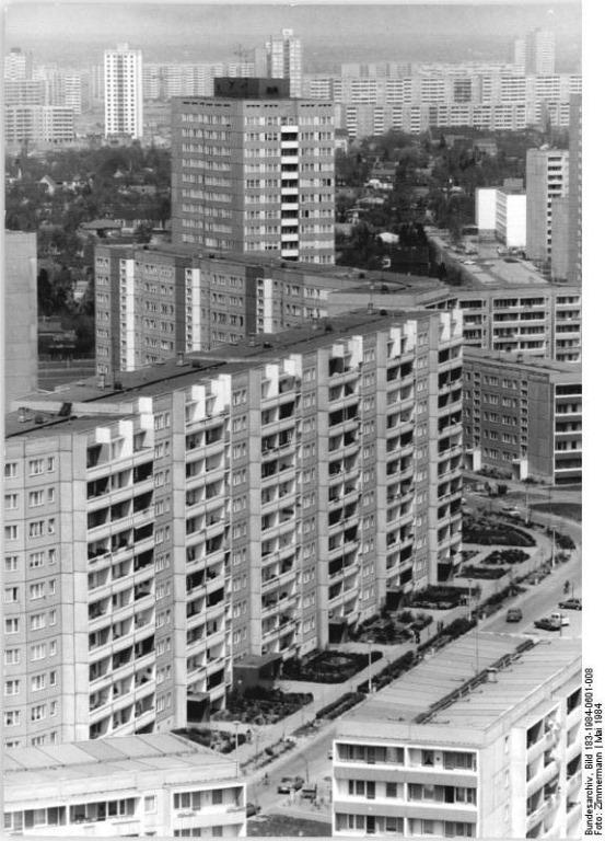 Bundesarchiv_Bild_183-1984-0601-008_Berlin_Marzahn.jpg