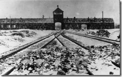Bundesarchiv_Bild_175-04413_KZ_Auschwitz_Einfahrt_thumb.jpg